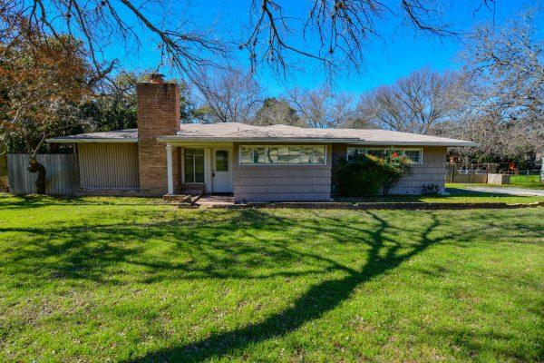 1513 Glen Rd, Kerrville TX